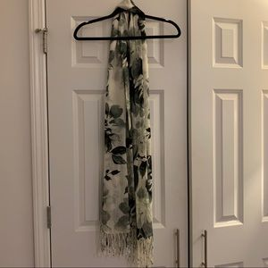 NWT Black and white flower print scarf